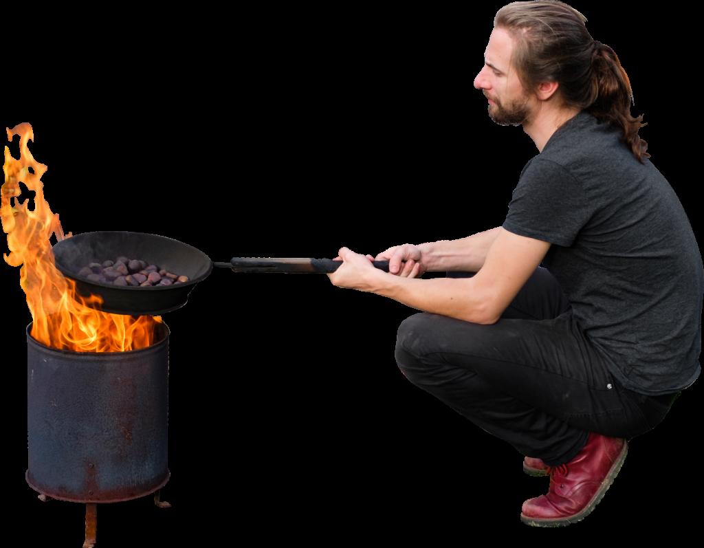 Skalgubbar #340 J is roasting maroni!
